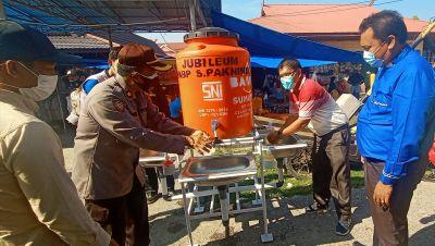Bakti Sosial Jubileum 50 Tahun HKBP Sungai Pakning, Bagi Masker dan Bantu Tanki Air Cuci Tangan