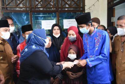 Bupati dan Wakil Bupati Takziah Kerumah Duka, Korban Laka Lantas Warga Desa Jangkang
