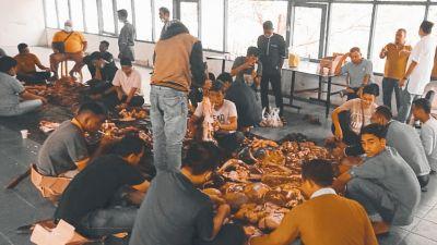 Sambut Idul Adha 1442 H, KSOP Kelas II Tanjung Buton Berqurban 3 Ekor Sapi